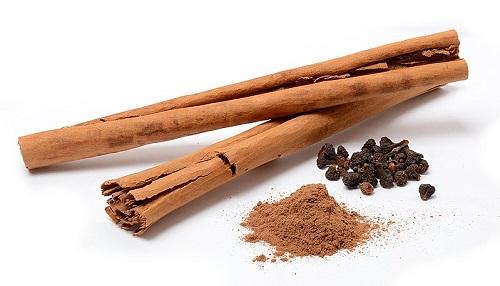 Cinnamon sticks - ceylon cinnamon from Sri Lanka - ground cinnamon and dried cinnamon flowers